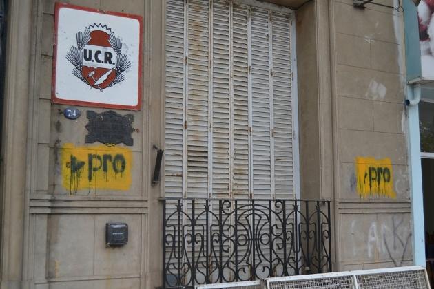 Repudian pintadas en el Comité de Distrito de la UCR