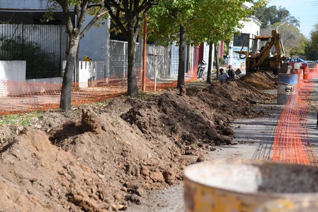 Renuevan caños de agua potable en el Tres Avenidas