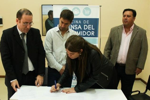 La Comuna firma convenio con empresa de telefonía celular