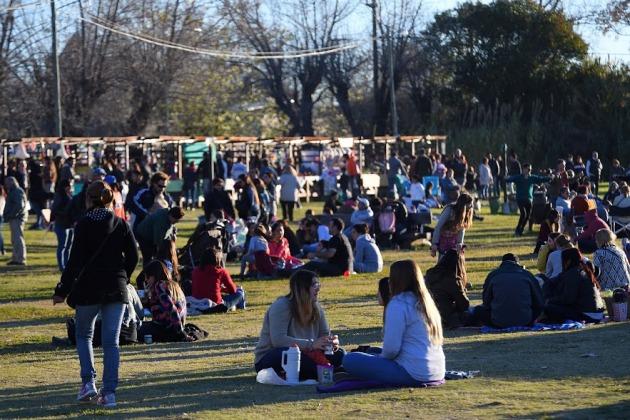 Feria de Artesanos con música, entretenimientos y juegos