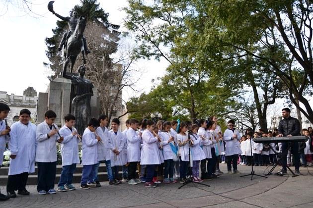 El recuerdo de la comuna al General José de San Martín