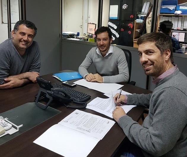 Ustarroz firmó en Vialidad Nacional el inicio de obra de Avenida N°2