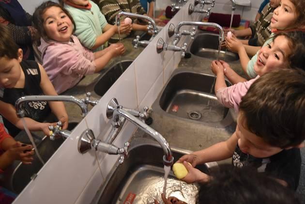 """Tras 50 años se renovaron a nuevo los baños de la querida """"Casa del Niño"""""""