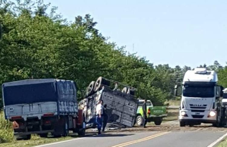 Volcó un camión de cereales en la ruta 41