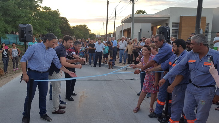 Inauguran asfalto en calle 10 junto a vecinos e instituciones