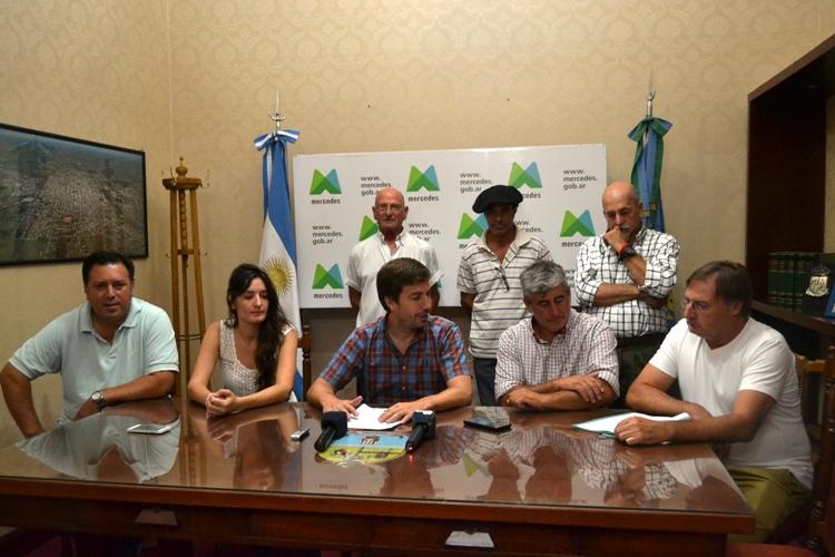 Municipio anuncia la construcción de dos anfiteatros y Amigos Peñeros presentan balance