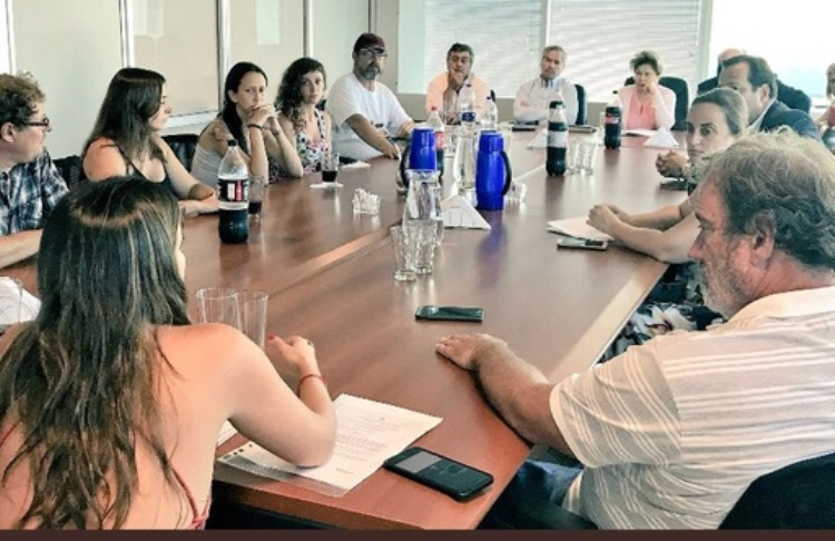 Carlos Selva y diputados nacionales del FR reciben a los trabajadores del INTI