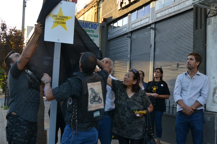 Descubrieron Estrella Amarilla a la memoria de Emanuel Giménez