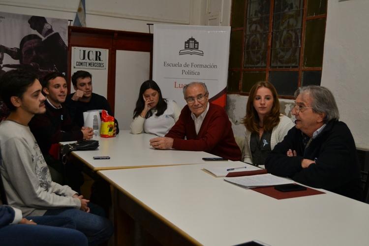 Comunicación, nuevas tecnologías y gobierno fueron temas de charla en la UCR