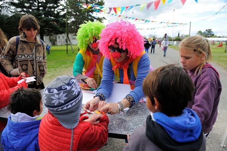 Municipio invierte en show de payasos para escuelas, jardines y primera infancia