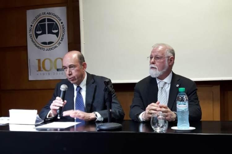 Alberto Manguel por la consolidación de las bibliotecas
