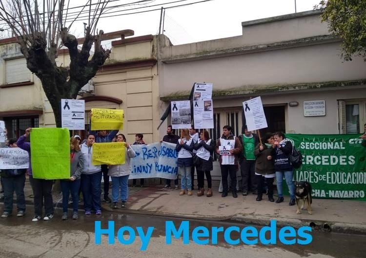Docentes mercedinos marcharon por reclamo de infraestructura escolar