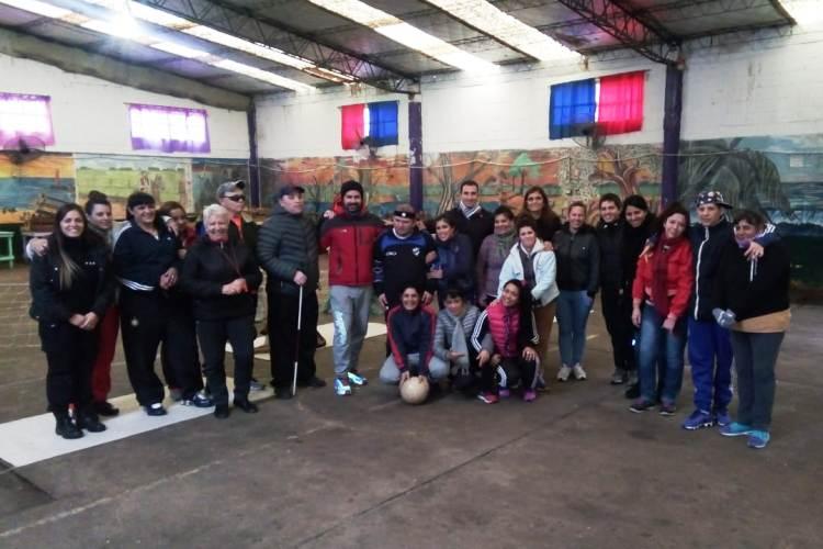 El equipo de Torball jugó con las internas de la Unidad 5