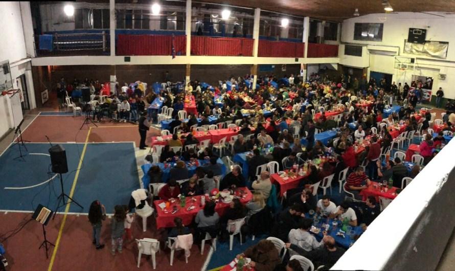 Estudiantes realizó su cena por el 92° Aniversario