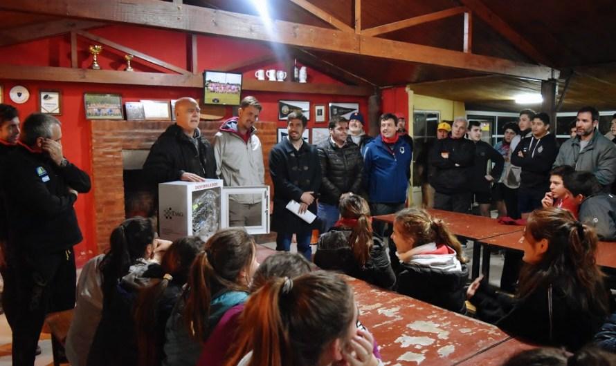 Iluminación led, área cardio protegida y nuevas inversiones del Municipio en el Club de Rugby
