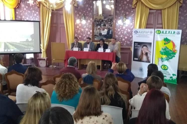 """Dr. Navarro: """"El 70 % de los argentinos desconoce lo que es el grooming"""""""