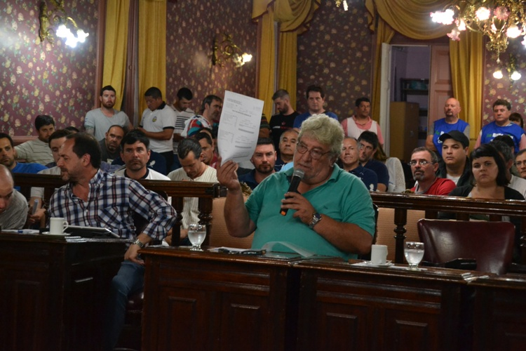 Vecino denuncia doble cobro de la tasa de alumbrado municipal