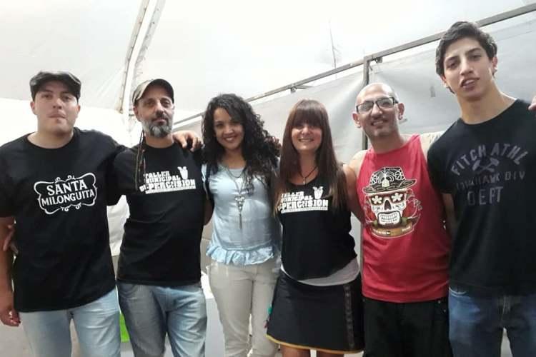 Feria en La Trocha con música de percusión