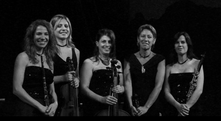 Les Demoiselles, quinteto femenino de película, actúan en Mercedes