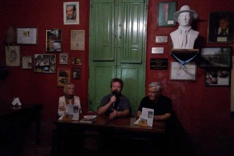 Leandro Vesco presentó en La Pulpería las historias desconocidas de la provincia