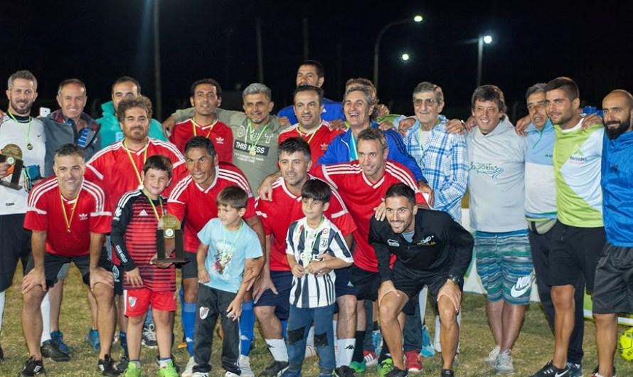 Los Pericos fue campeón y KM 81 de Olivera, tercero, en el Maxi 35 (galería de fotos)