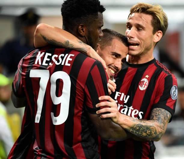 Lucas Biglia se peleó con su compañero Franck Kessie en pleno clásico Milan – Inter (video)