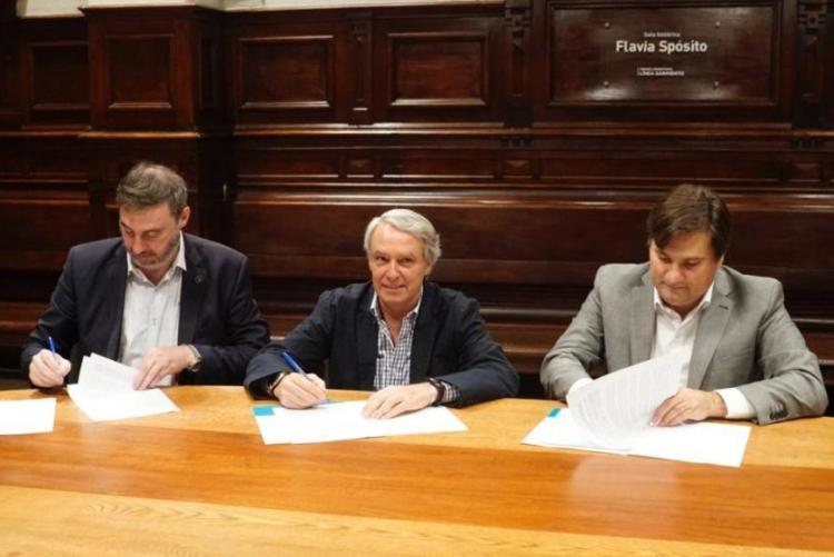 Trenes Argentinos firma convenio para arreglar estaciones del Sarmiento