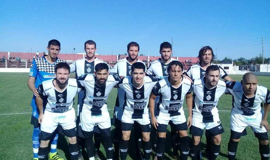 Club Mercedes era mejor, pero el árbitro incidió y terminó cayendo ante Independiente