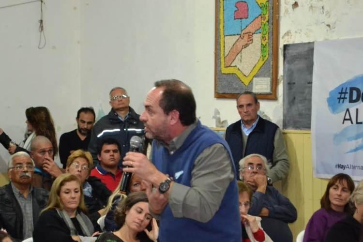 En charla abierta con los vecinos, Milhomme ratificó su candidatura