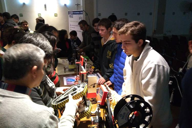 Construir Futuro: Certamen de robótica para estudiantes secundarios