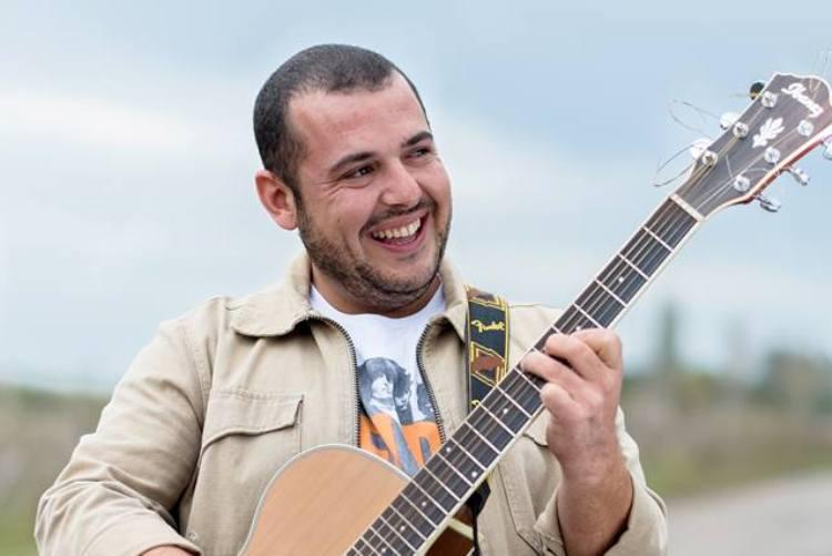 Veinte años en veinte canciones para Oscar Rosselo