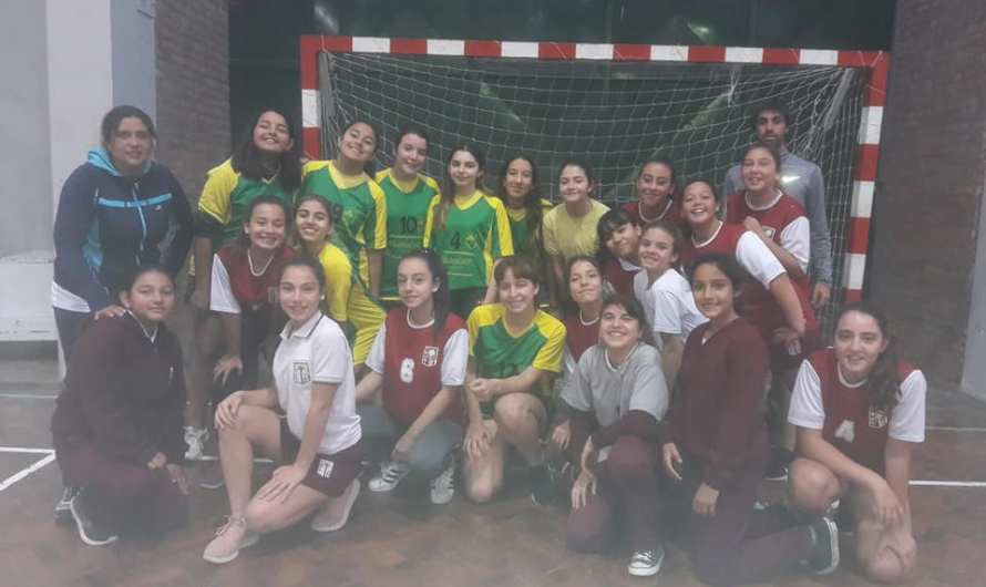 Softbol, Atletismo, Voley y Handball tienen sus clasificados al Regional