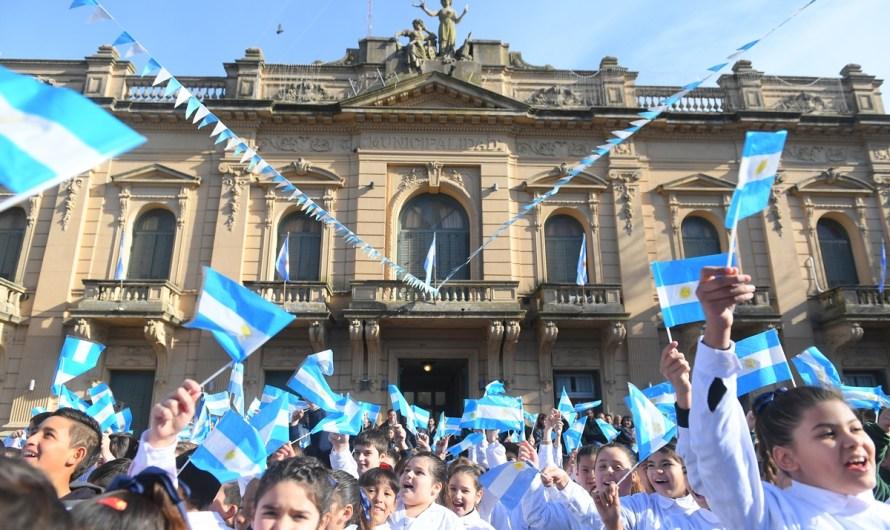 """Cientos de niños y niñas realizaron la tradicional """"promesa a la bandera"""""""