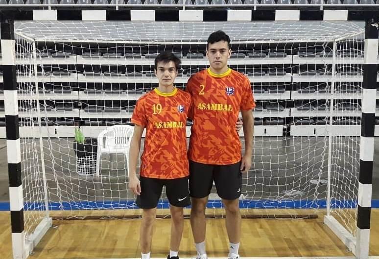 Marcos Kesseler y Enzo Piñero, en el Nacional de Handball