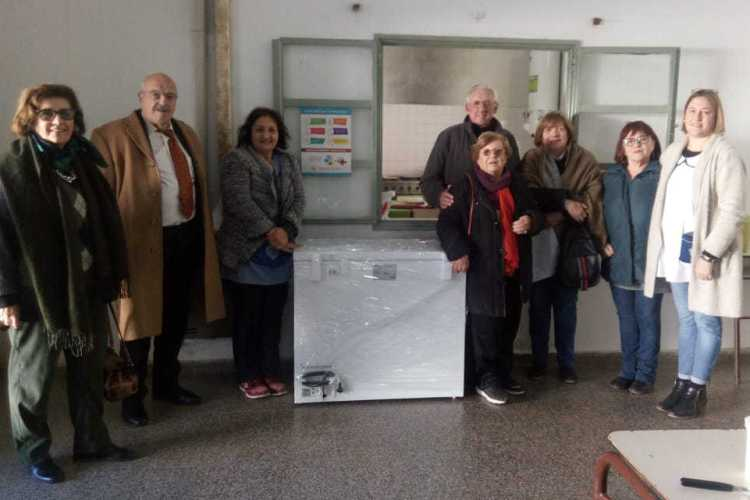 Rotary Club Mercedes entregó freezer al Centro Educativo Complementario