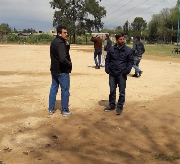 Avanza la primera cancha de hockey sintético realizada entre Ateneo y el Municipio