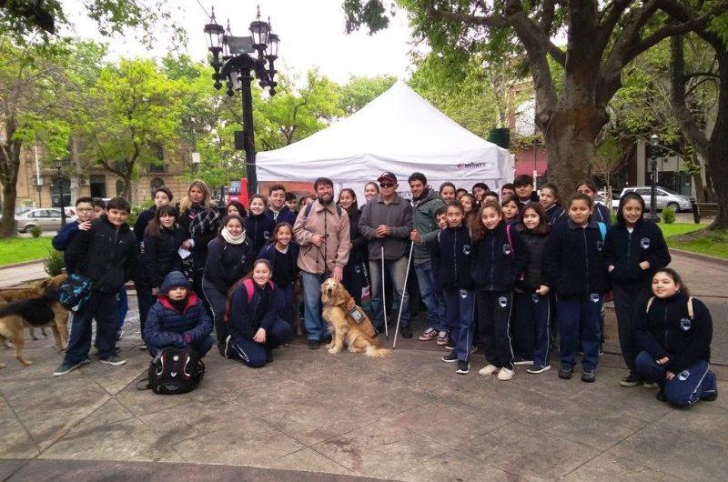 Estudiantes de primario realizaron jornada de concientización en el día del Bastón Blanco