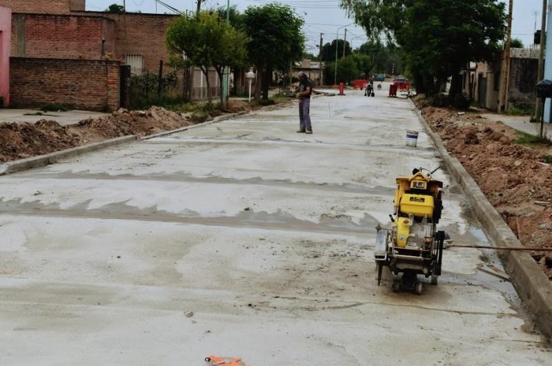 Ultiman detalles en la obra de asfalto de 113 y 22 bis