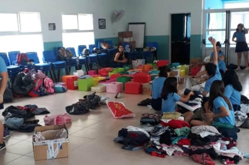 Alumnos de San Luis Gonzaga preparan cajas navideñas para Misiones