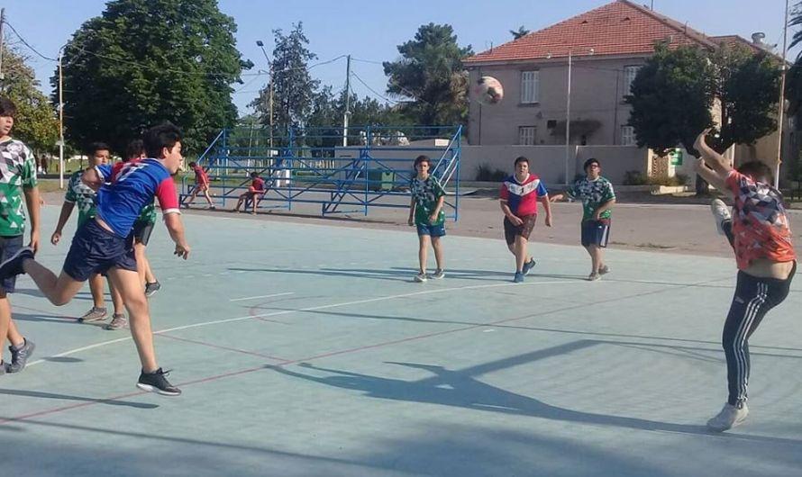 Handball bajo el sol en jornada amistosa