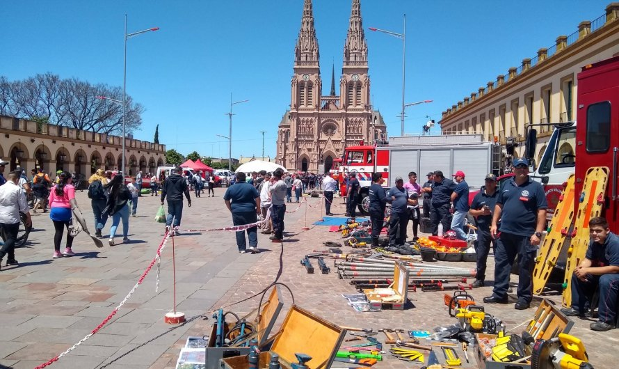 Bomberos Voluntarios de Mercedes presentes en la Expo más grande del país