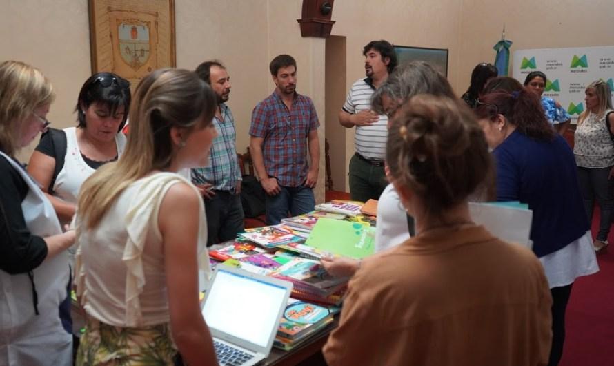 Municipio junto a escuelas e inspectores inició selección de libros del programa «Mercedes Aprende»