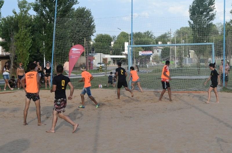 Juventud y deporte en un evento en La Trocha