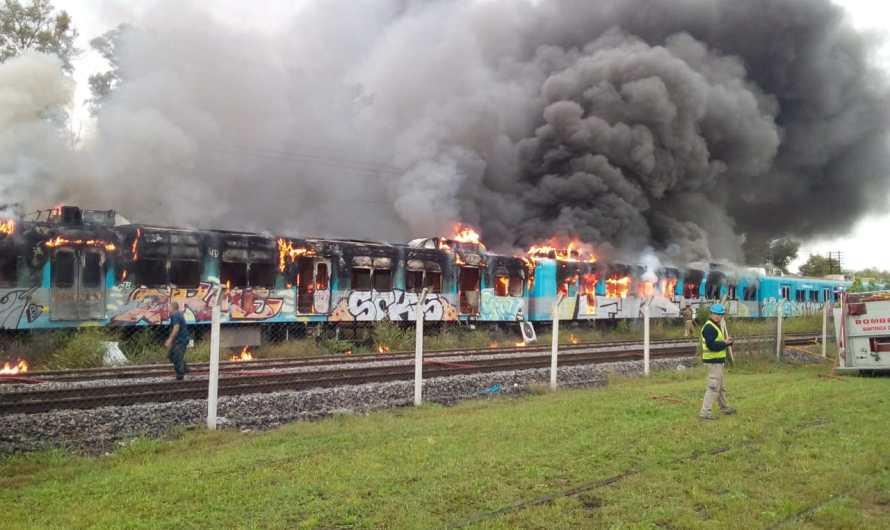 Luján:  Incendio de dos vagones de tren cerca de la Universidad