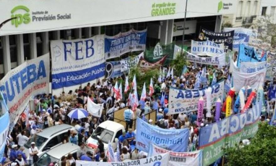 Jubilados docentes bonaerenses preocupados por el IPS y un convenio con ANSES