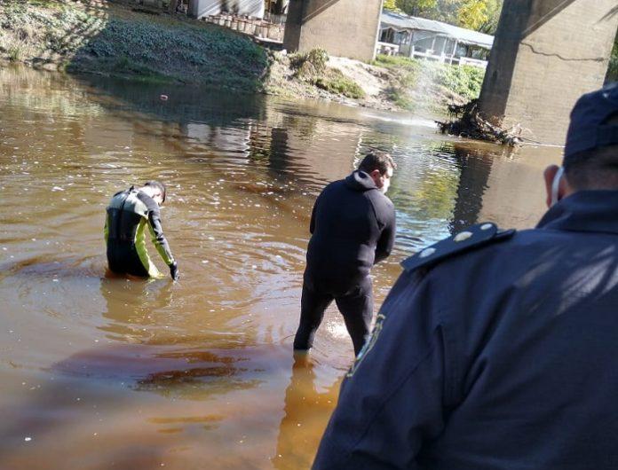 Bomberos rastrillan río Luján en busca de otras partes del cuerpo mutilado