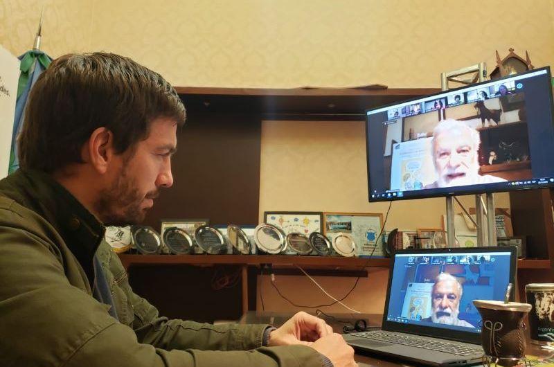 Ustarroz y especialistas junto a Francesco Tonucci debatieron sobre la niñez