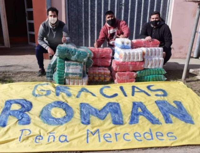 Juan Román Riquelme ayuda a La Peña Mercedes de Boca Juniors con mercadería