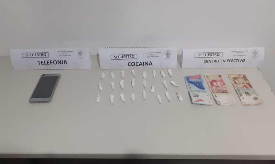 Tras investigar y con persecución logran detener vendedor de droga en Gowland