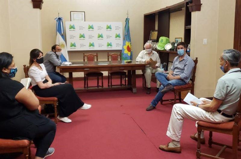 Centro de Egresados del Nacional presentó proyectos para la institución educativa